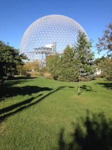 Vista de la biosfera de Montreal en verano